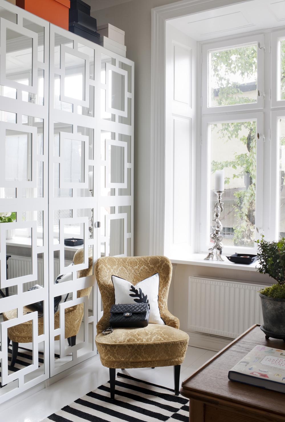 белое зеркало в интерьере